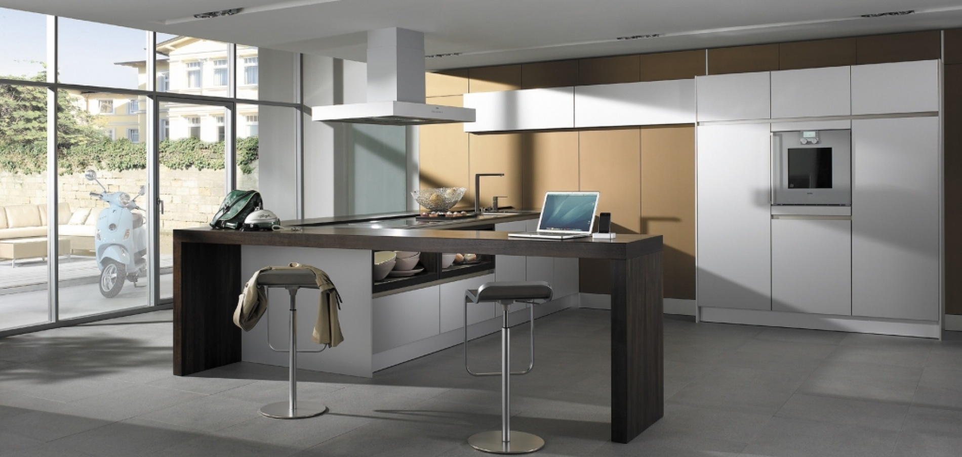 SieMatic S2 GoldBronze and Lotus White with Vespa rs